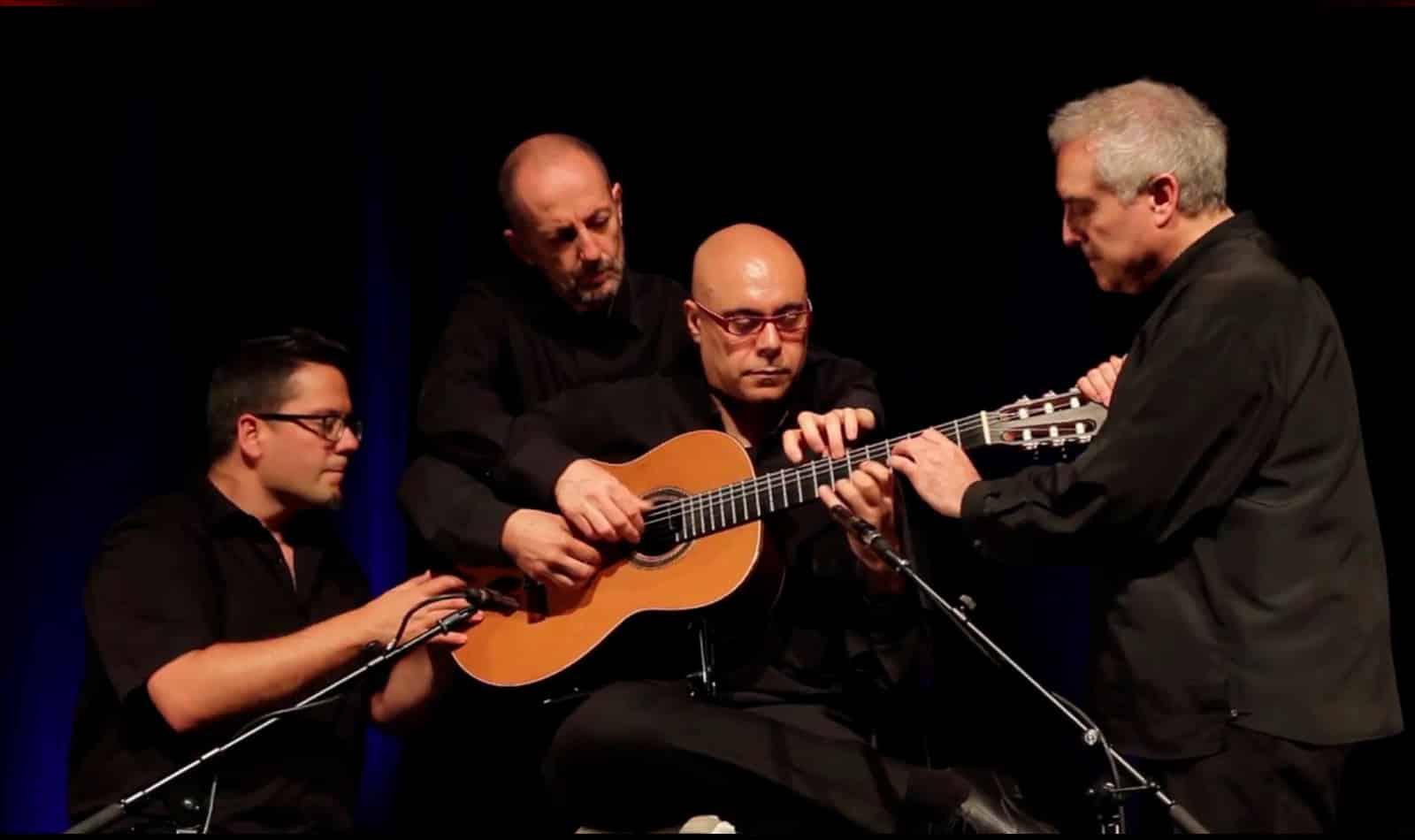 4 manos y una guitarra
