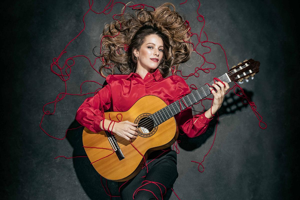 La Tocaora. Spanish female guitar