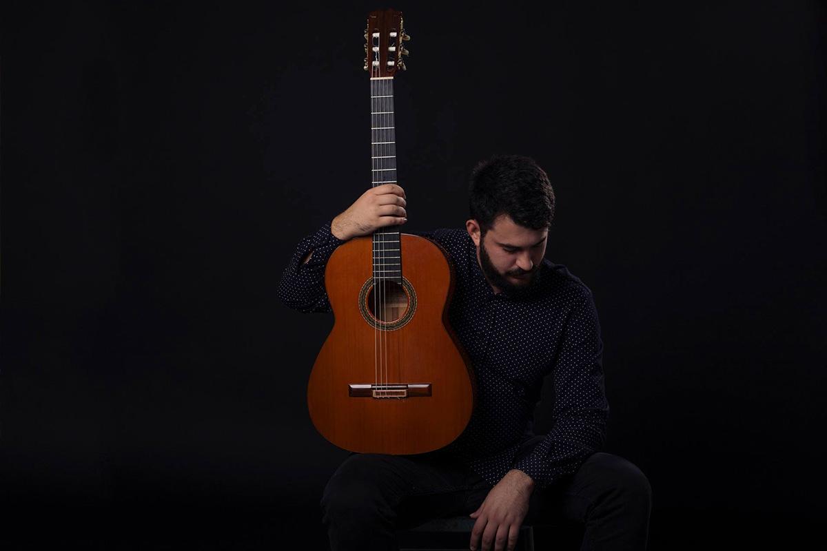 Black Bordón flamenco guitarist