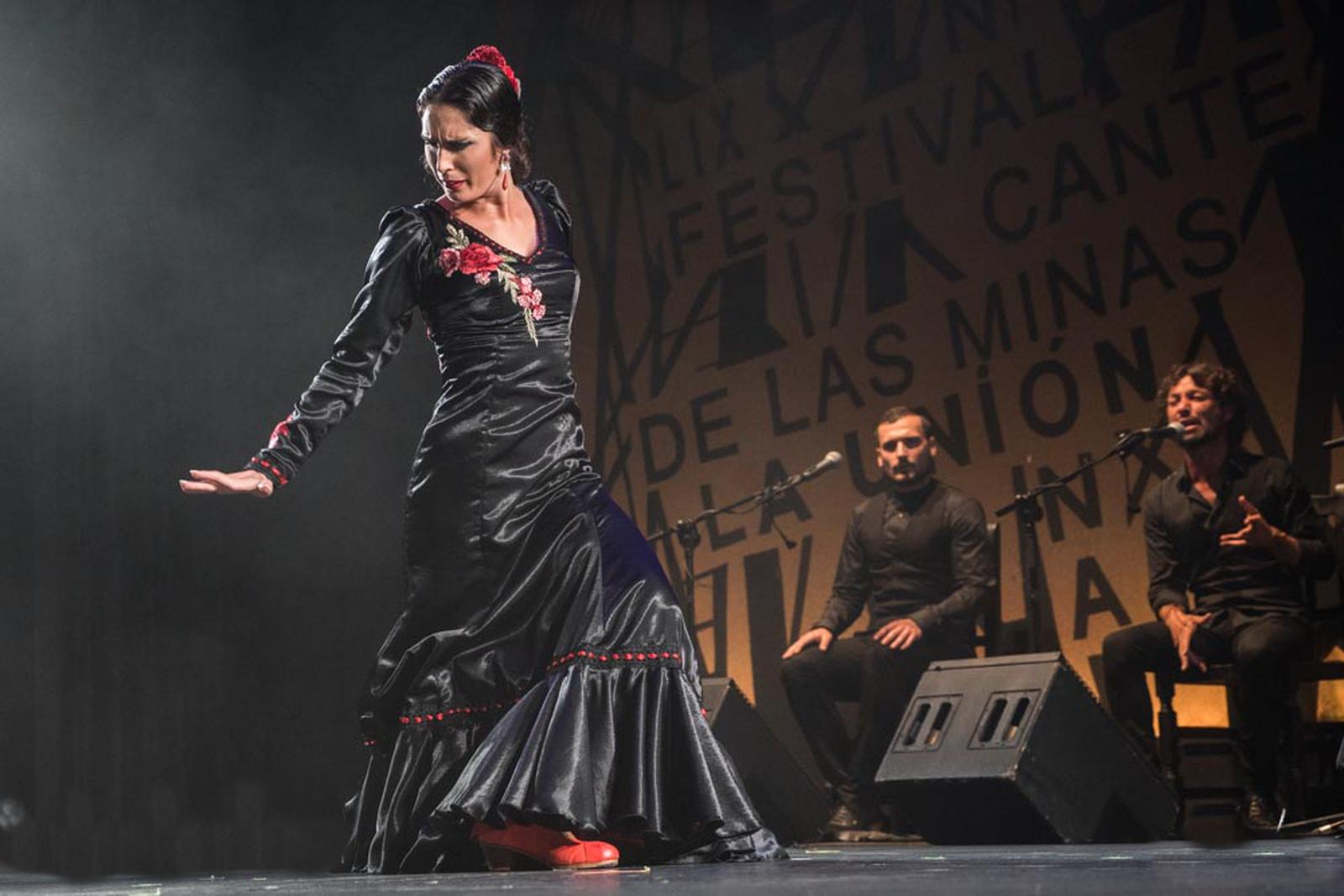 Olga, baile flamenco tradicional
