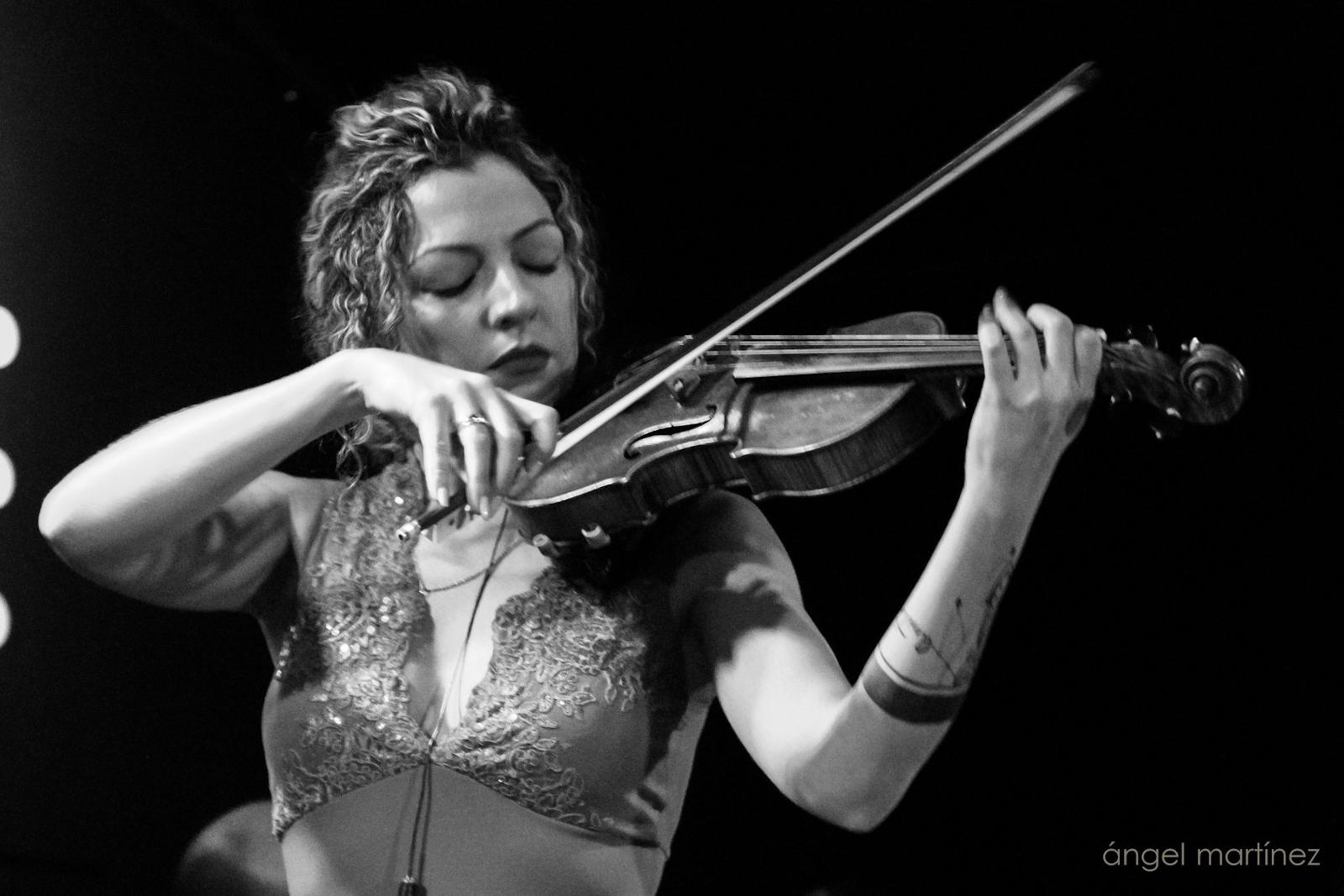 Violín flamenco como voz principal
